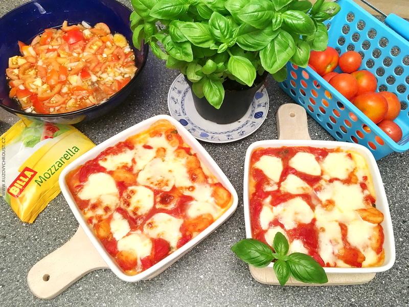 Zapečené gnocchi s rajčaty + rajčatový salát